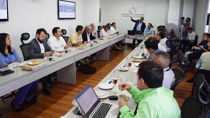 """""""Empleo, educación y diversificación productiva mejorarían competitividad"""": Saúl Pineda"""
