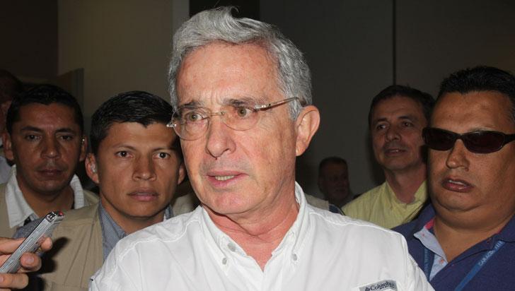 Piden investigar a Álvaro Uribe por presuntos vínculos con masacres paramilitares