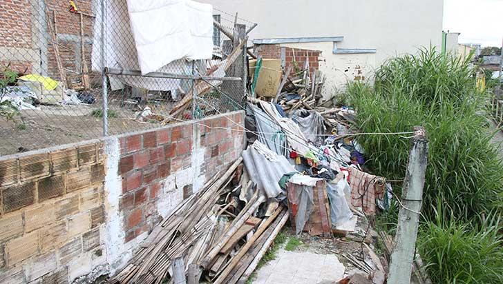 Denuncian invasión de lote para clasificación de basuras
