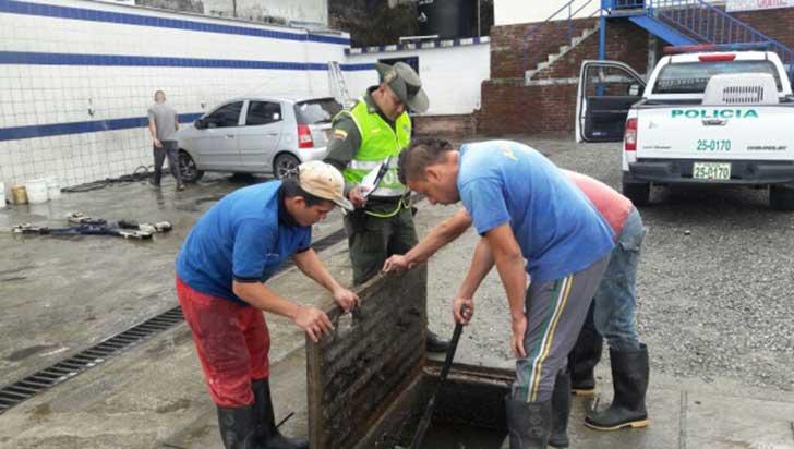 Policía Quindío adelanta registros a lavaderos de vehículos para garantizar la protección del agua
