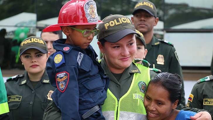 Ánderson cumplió su sueño de ser bombero