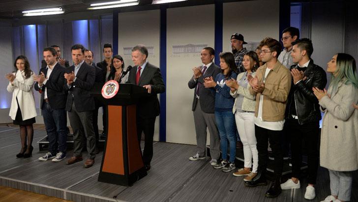 Santos firma decreto para eliminar la discriminación por orientación sexual