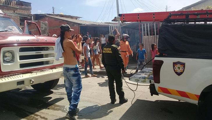 Dos personas afectadas tras incendio en Llanitos Piloto