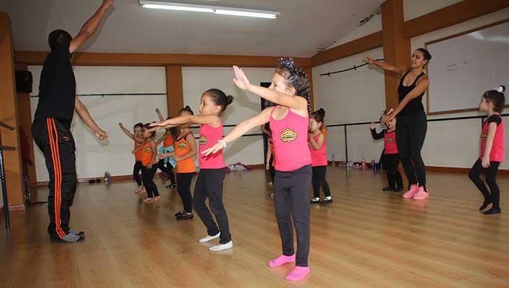 Código Crew, fundación con estilo que danza por la cultura y los niños