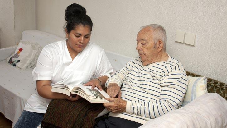 Descubren anticuerpos que eliminan placas de Alzheimer en etapas iniciales
