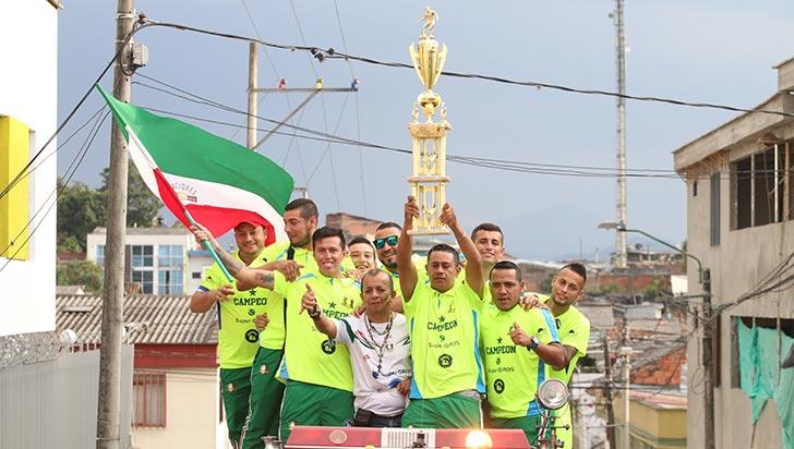 Jugadores de Caciques fueron recibidos en Calarcá como héroes