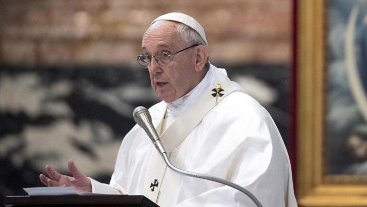 """Papa pide perdón y admite """"graves equivocaciones de valoración"""" en caso de pederastia en Chile"""