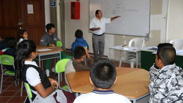 Desde este lunes, colegios oficiales se declaran en emergencia administrativa