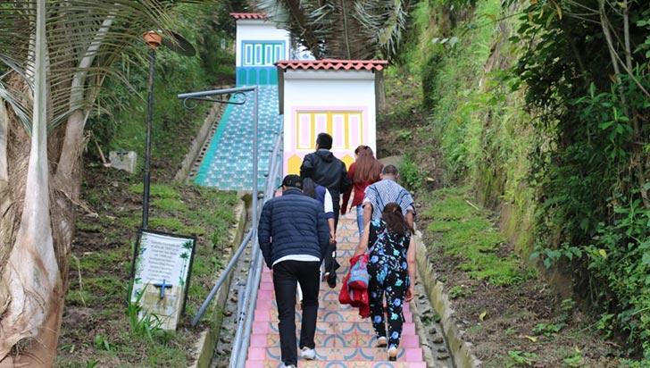 Las renovadas escaleras del Alto de la Cruz, un atractivo más en Salento