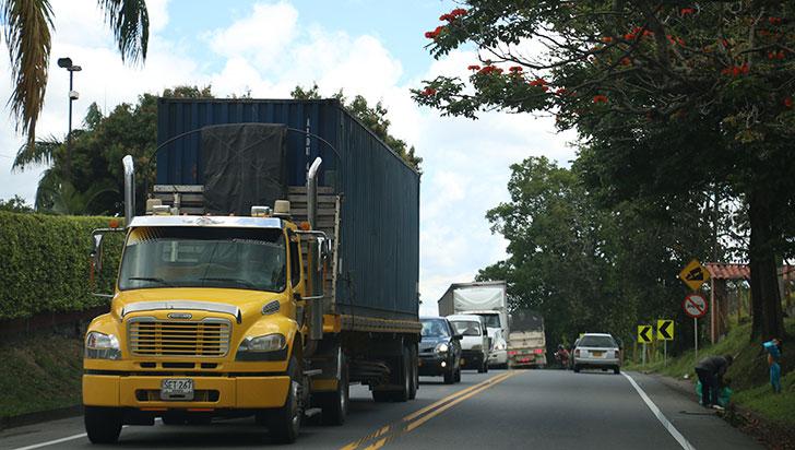 Este lunes habrá restricción para vehículos de carga en 41 vías nacionales