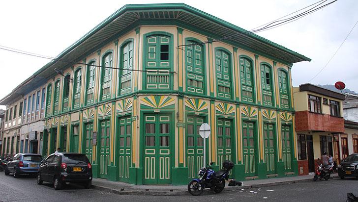 Calarcá: desarrollo arquitectónico
