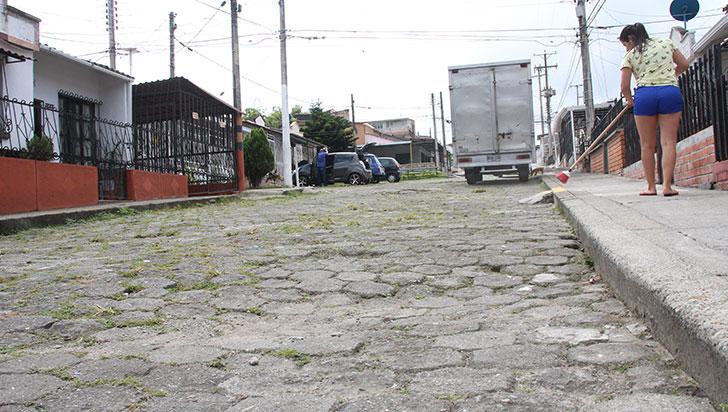 Residentes del barrio La Alhambra piden pavimentación de vías