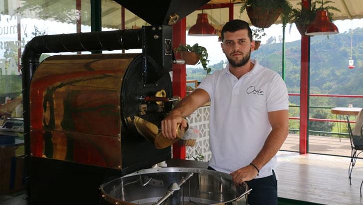 Santiago Patiño, ganador del primer lugar en el campeonato regional de tostión