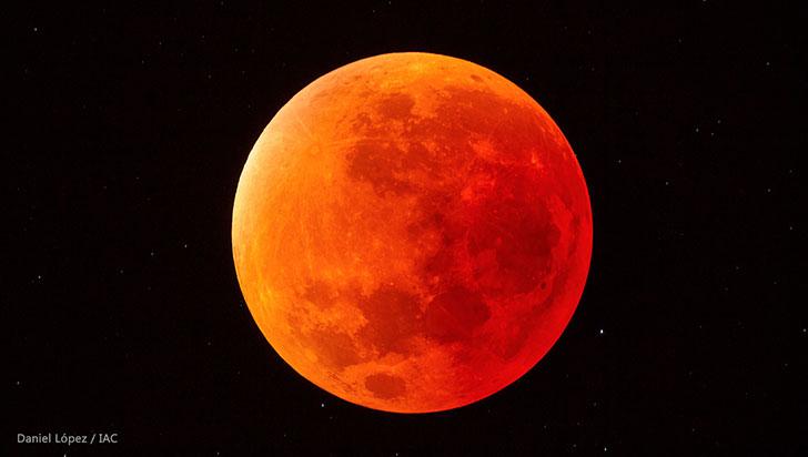 Este viernes, observa en directo el eclipse total de Luna más largo del siglo