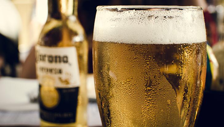 La cerveza hidrata, el azúcar morena es mejor (y otros mitos alimentarios veraniegos)