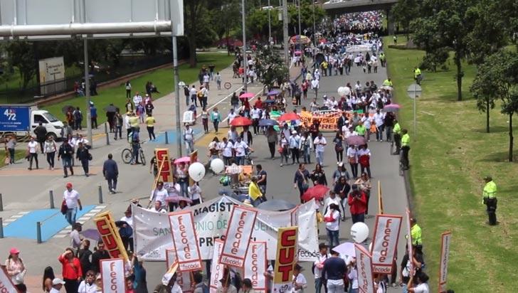 En todo el país, maestros protestaron por amenazas y pidieron seguridad al gobierno