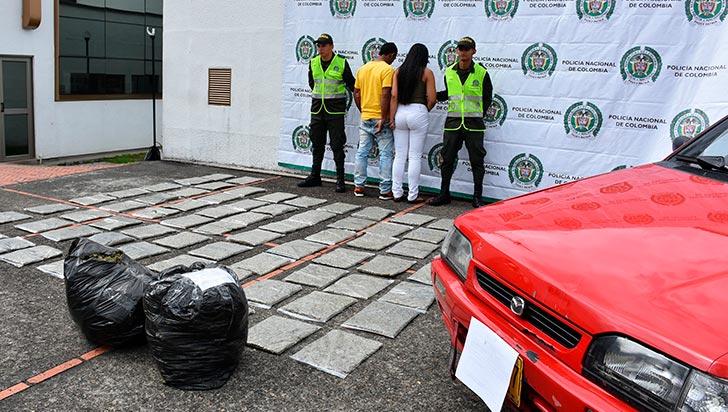 Capturan a pareja que transportaba 75 kilos de marihuana en un vehículo