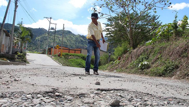 Comunidad pide a alcaldía de Calarcá arreglar las vías