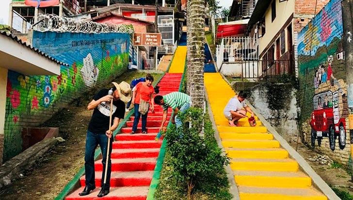 Con una 'pintatón', escalera del Alto de La Cruz de Circasia tiene una nueva imagen