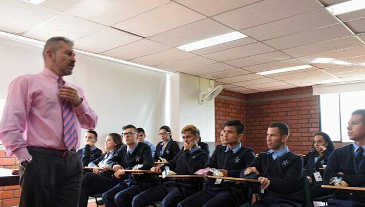 Aprendices del Sena podrán acceder al nivel universitario de la EAM, homologando materias
