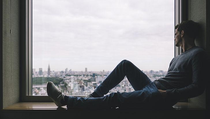 Falta de horas de sueño lleva al aislamiento social, según estudio