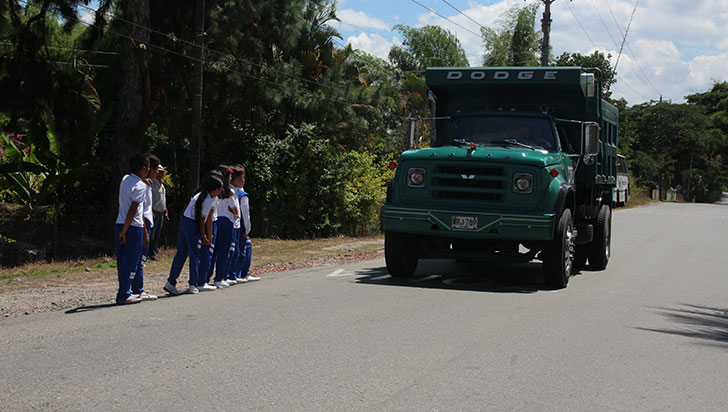 Sin señalización; niños de dos escuelas en Barragán corren peligro