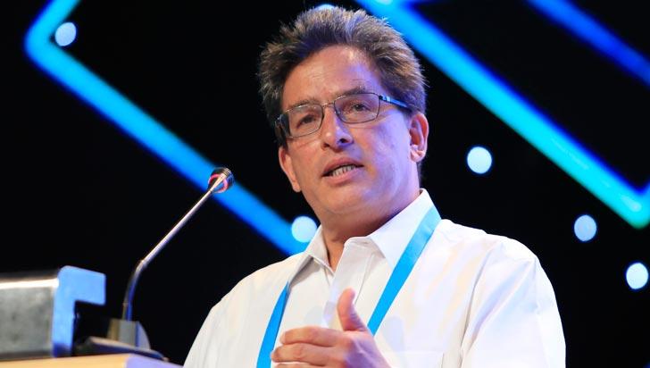 Ministro de Hacienda propone gravar con IVA toda la canasta familiar