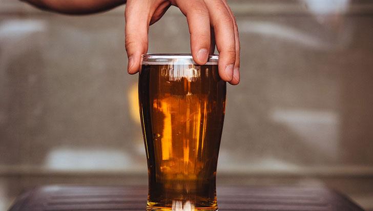 Ni siquiera una cerveza o una copa de vino: Ninguna cantidad de alcohol es benéfica
