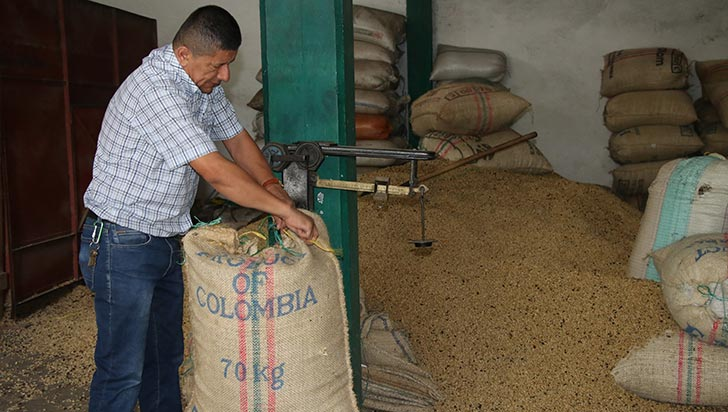 """""""Por fondos de inversiones, hace 20 meses cae el precio de café"""": FNC"""
