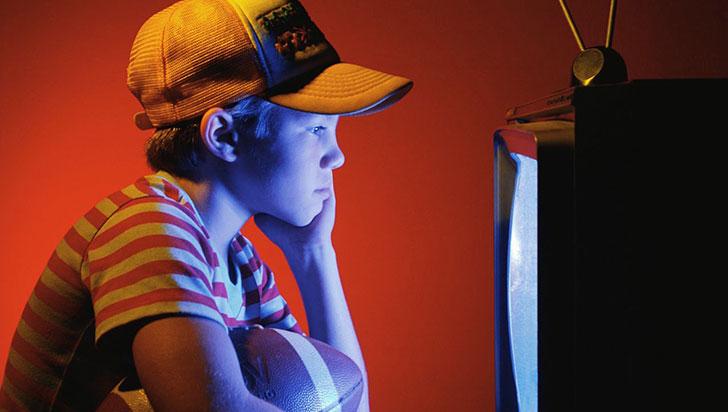 ¿Qué tan bueno es que la niñez vea televisión?