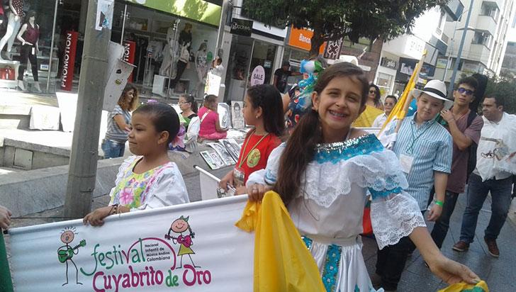Participantes del Cuyabrito salieron a las calles en muestra cultural