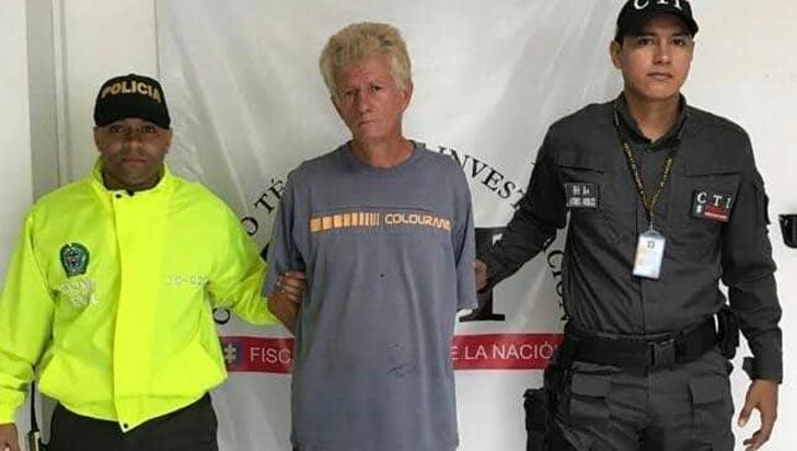 Arrestado hombre condenado por acceso carnal abusivo