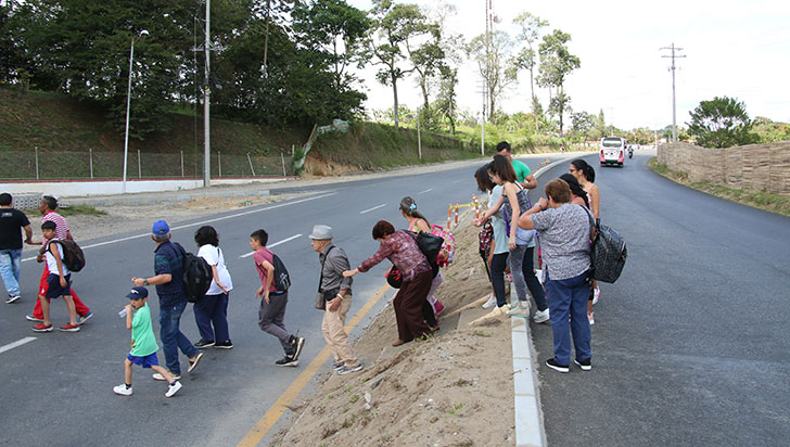 Denuncian falta de paso peatonal en vía Armenia - aeropuerto