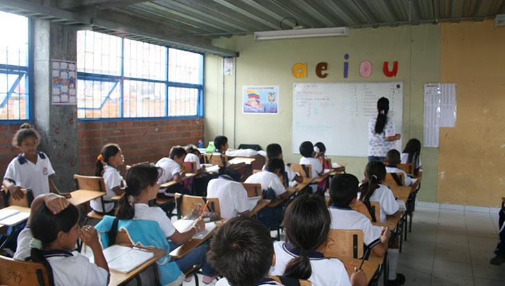 Sin matrícula, niño sordo por falta de intérprete; secretaría de Educación enviará docente