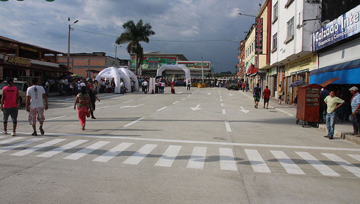 Comerciantes en Calarcá esperan que con apertura de la vía se reactive la economía