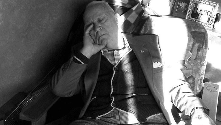 Tener excesivo sueño durante el día se relaciona con el alzhéimer en personas mayores