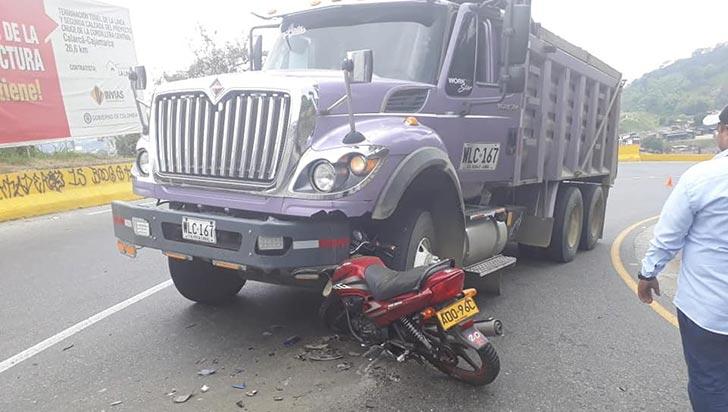 Motociclista resultó gravemente herido tras accidente en vía La Línea