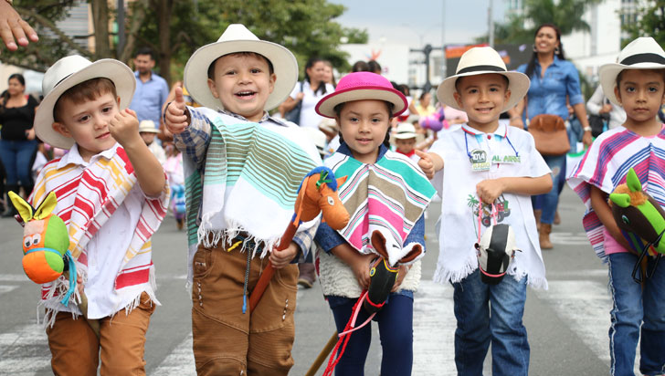 Más de 800 niños participaron en la cabalgata de caballitos de madera