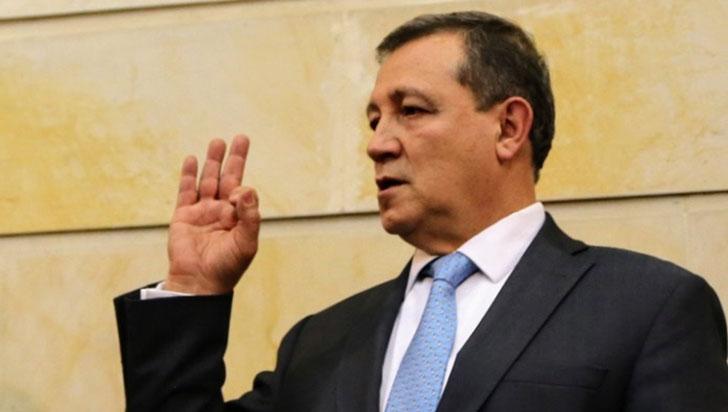 Fuertes críticas a Ernesto Macías por apagar micrófono a estudiante en el Senado