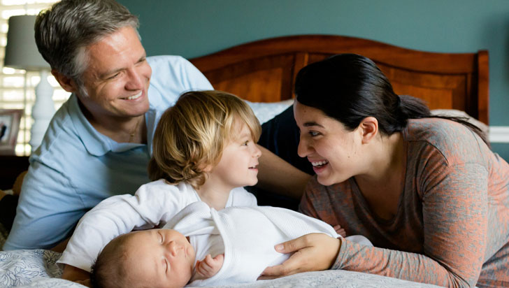 La edad del padre también influye en la salud del bebé, según estudio
