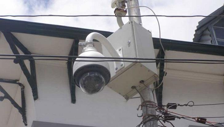 """Cámara de seguridad de Tres Esquinas lleva """"3 meses derribada"""""""