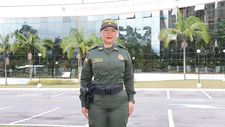 Capitán Sandra Cardona trabaja por cumplir los sueños de niños quindianos
