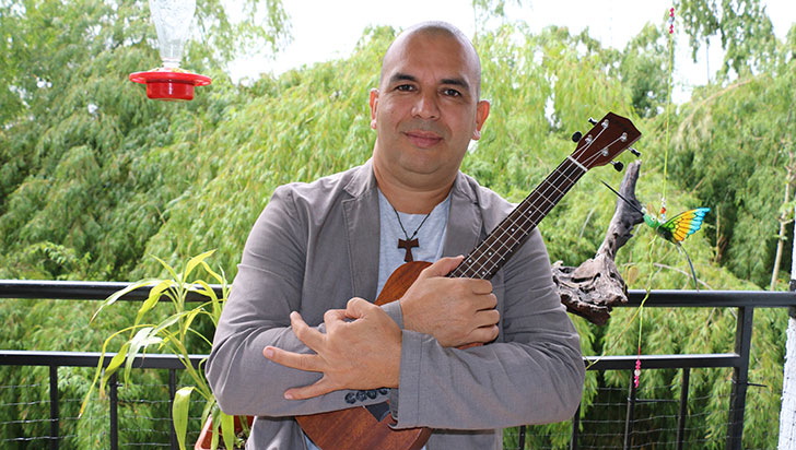 Janns Robert Varón cumple 20 años de carrera artística