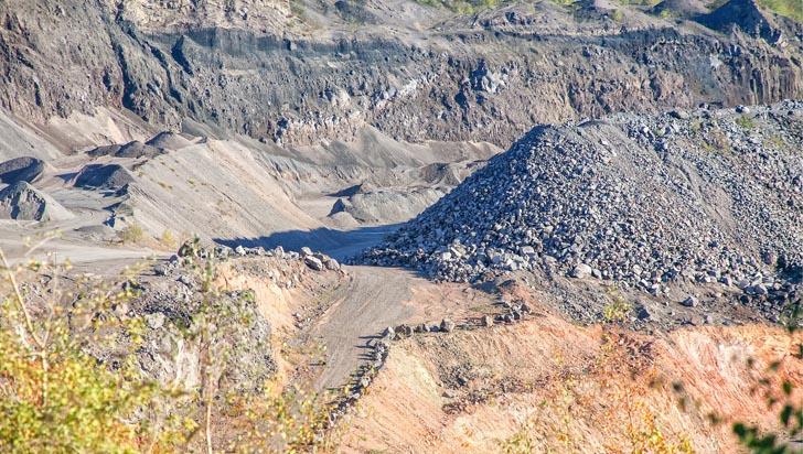 La pesadilla minera que envenena los ríos del país