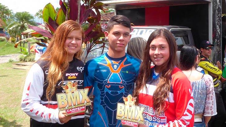 Silvana Muñoz, Camila Hernández y Juan Camilo Galvis, campeones de BMX 2018
