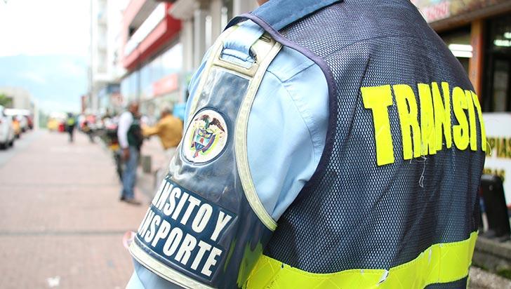 Guardas de tránsito de Armenia llevan dos años sin dotación de uniformes