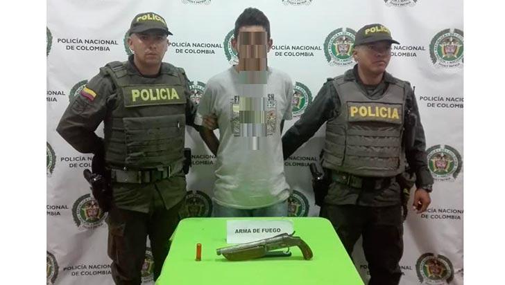 Capturado hombre con un arma de fuego de fabricación artesanal
