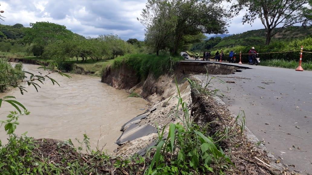 Tras derrumbe de calzada, se cierra vía Río Verde-Barragán