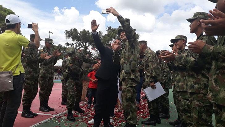 150 soldados se despidieron del Ejército; 10 fueron condecorados por la alcaldía
