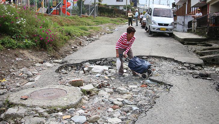 Deterioro de calle de Ciudad Libre de Circasia lleva cinco años, denuncian ciudadanos